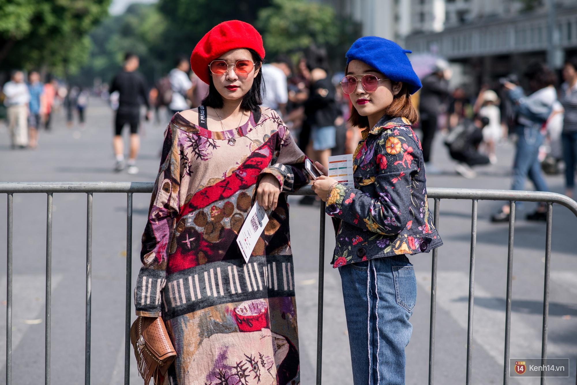 Street style ngày đầu VIFW: Giới trẻ Hà Nội ăn vận lồng lộn hơn hẳn năm trước, các nhóc tì mặc chất gây bão phố đi bộ - Ảnh 13.