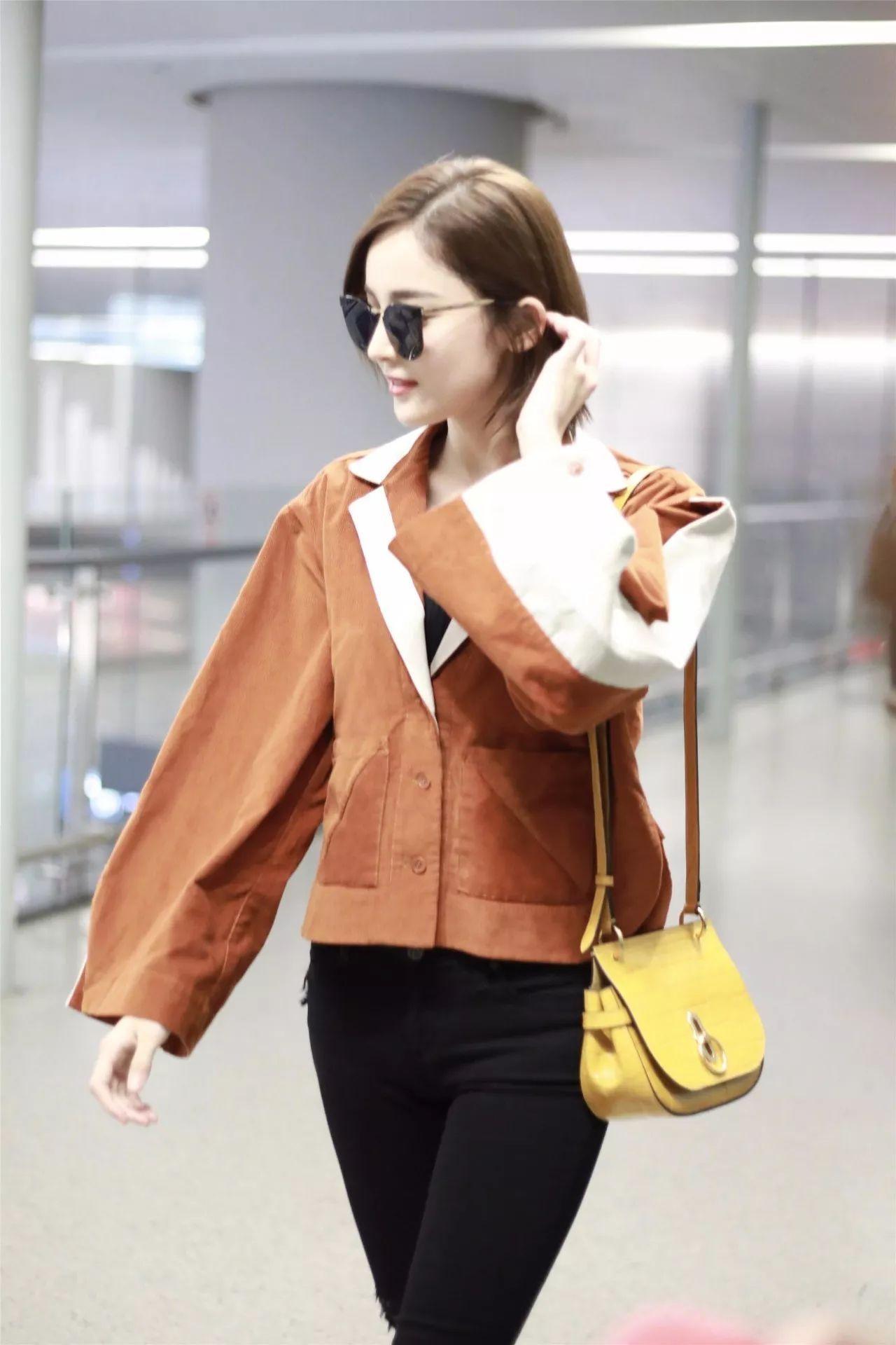 Trông hết sức bình thường nhưng chiếc túi hàng hiệu này lại đang được loạt Hoa ngữ và các fashionista thi nhau diện - Ảnh 3.
