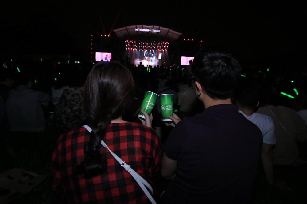 """Hoàng Touliver, SlimV cùng các nghệ sĩ quốc tế làm bùng nổ đêm nhạc đầu tiên của """"Monsoon Music Festival 2017 by Tuborg"""" - Ảnh 5."""