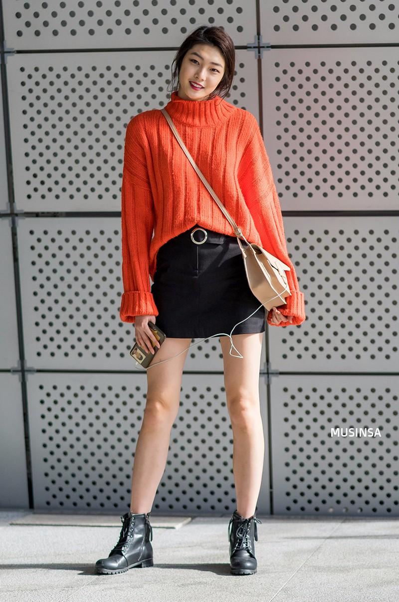 Ngắm street style màu mè nhưng chất lừ của giới trẻ Hàn, bạn sẽ học được chân kinh mặc đơn giản mà vẫn đẹp mê ly - Ảnh 3.