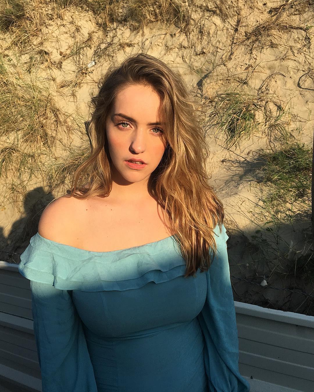 Ít ai biết Gigi - Bella có một người chị em họ là người mẫu ngoại cỡ hết sức xinh đẹp và đáng ngưỡng mộ - Ảnh 3.