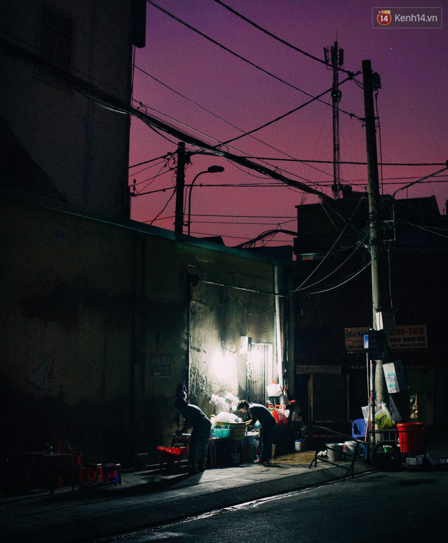 Chùm ảnh: Người Sài Gòn và thói quen uống cafe cóc từ lúc mặt trời chưa ló dạng cho đến chiều tà - Ảnh 2.