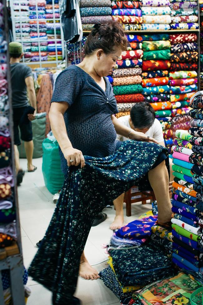 Chùm ảnh: Ghé thăm chợ Soái Kình Lâm - thiên đường vải vóc lâu đời và nhộn nhịp nhất ở Sài Gòn - Ảnh 3.
