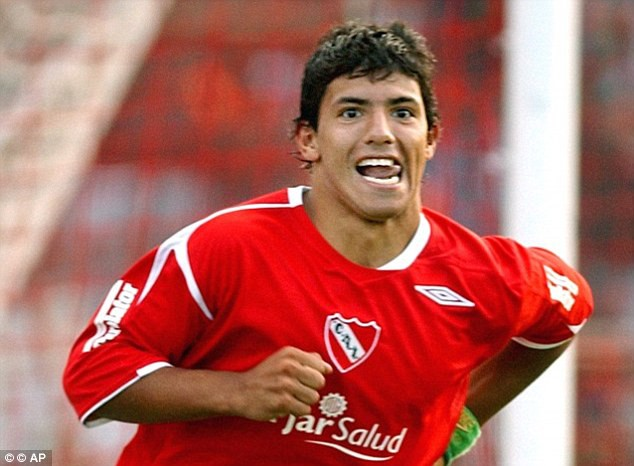 Sergio Aguero: Từ đứa trẻ dị tật ở cổ vươn lên thành chân sút vĩ đại nhất Man City - Ảnh 3.