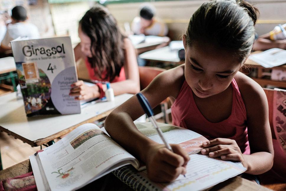 Quốc tế con gái 11/10: Hành trình đến trường gian nan của những bé gái trên toàn thế giới - Ảnh 5.