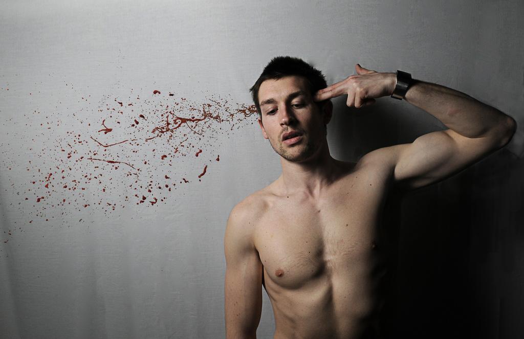 Tỉ lệ tự tử ở đàn ông luôn cao hơn phụ nữ và thực tế phân biệt giới tính trầm trọng với nam giới - Ảnh 2.