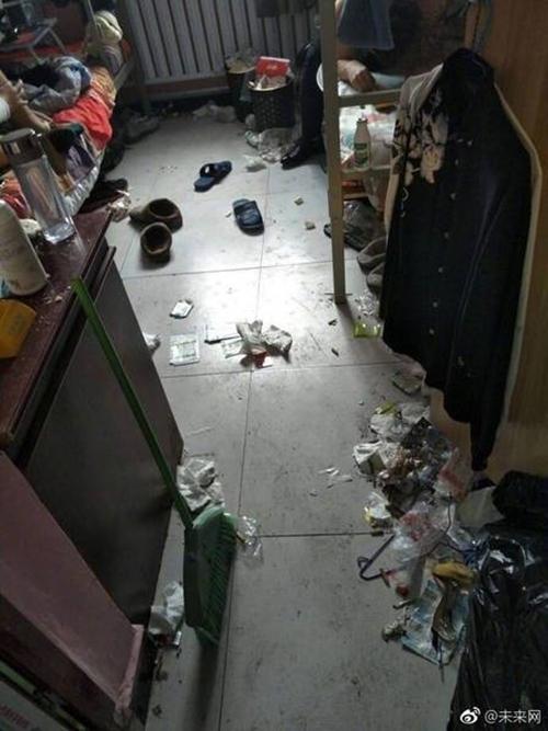 Những căn phòng ký túc bẩn còn hơn cả bãi rác của sinh viên Trung Quốc khiến nhiều người hoảng hồn - Ảnh 7.
