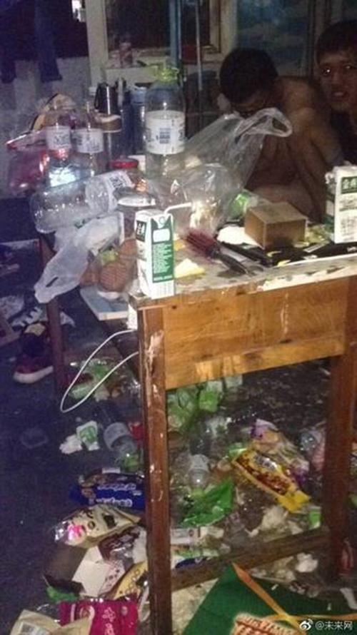 Những căn phòng ký túc bẩn còn hơn cả bãi rác của sinh viên Trung Quốc khiến nhiều người hoảng hồn - Ảnh 9.