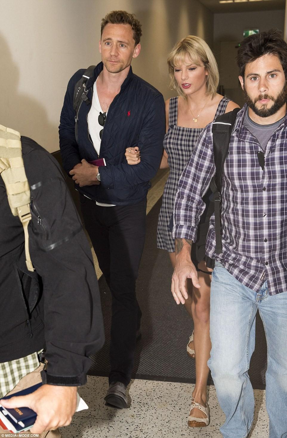 Tom Hiddleston bị sốc khi Taylor Swift nói xấu anh đã lợi dụng tiền bạc và danh tiếng của cô - Ảnh 1.