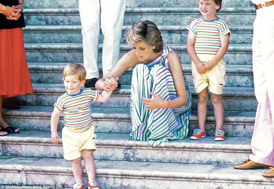 Nước mắt của Hoàng tử Anh: 20 năm chôn giấu hồi ức về Công nương Diana quá cố - Ảnh 8.