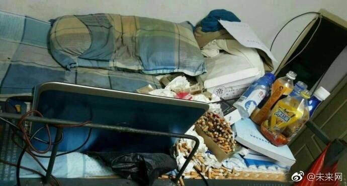 Những căn phòng ký túc bẩn còn hơn cả bãi rác của sinh viên Trung Quốc khiến nhiều người hoảng hồn - Ảnh 17.