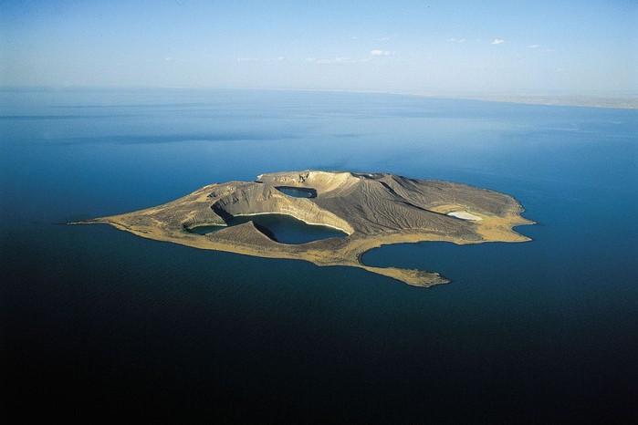 7 hòn đảo đáng sợ trên thế giới, đảo số 2 là cơn ác mộng cho những người sợ rắn - Ảnh 3.