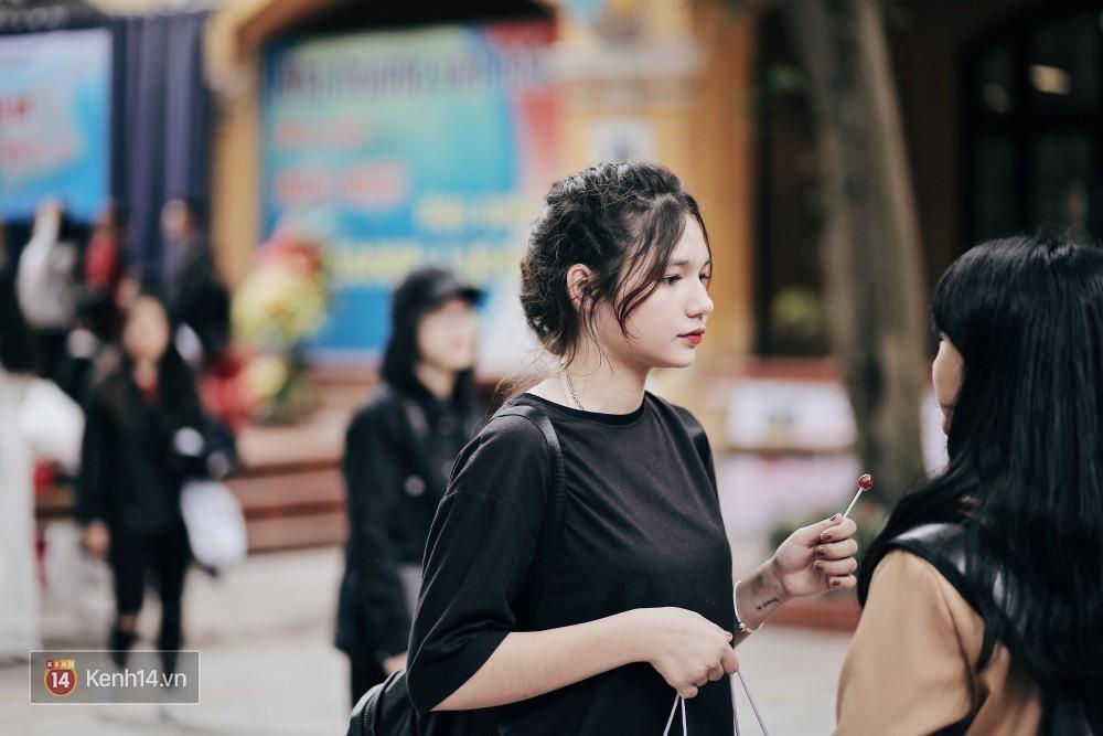 Trường Phan Đình Phùng: Không chỉ hotboy cầm cờ, cô bạn lai này cũng gây chú ý vì rất đáng yêu - Ảnh 9.