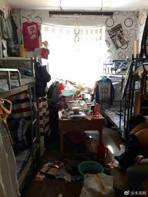 Những căn phòng ký túc bẩn còn hơn cả bãi rác của sinh viên Trung Quốc khiến nhiều người hoảng hồn - Ảnh 13.