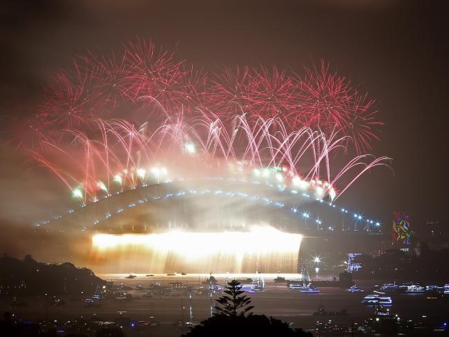 Bầu trời Úc rực rỡ thời khắc Giao thừa: Pháo hoa Cầu vồng ăn mừng nước Úc hợp pháp hôn nhân đồng giới - Ảnh 3.