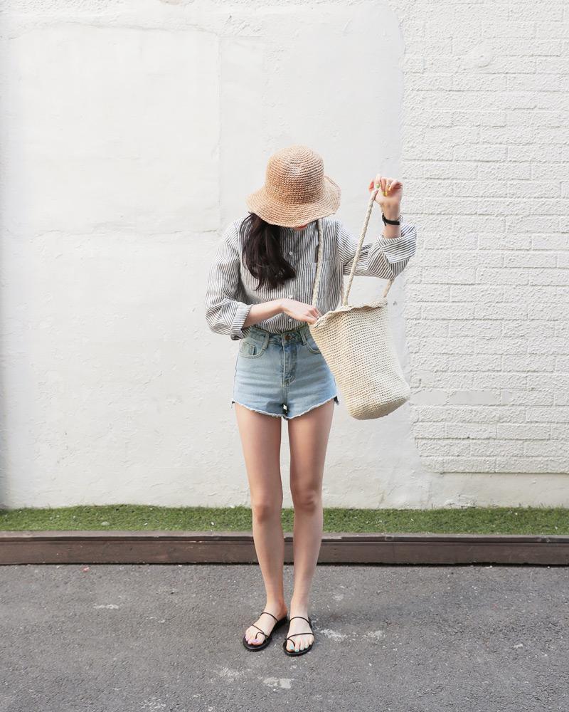 Mùa hè nhất định phải mặc jean shorts rồi, mix thế nào cũng đẹp ngất ngây thế này kia mà! - Ảnh 13.