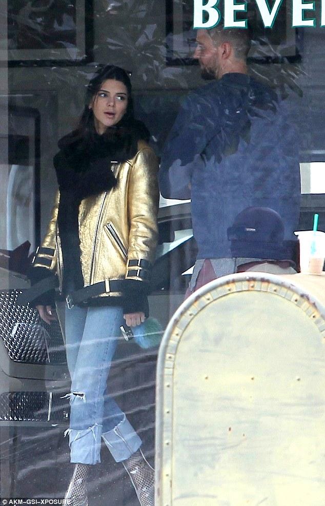 Kendall Jenner xuất hiện xinh đẹp bên bạn trai cũ sau nghi vấn hẹn hò tay 4 - Ảnh 2.