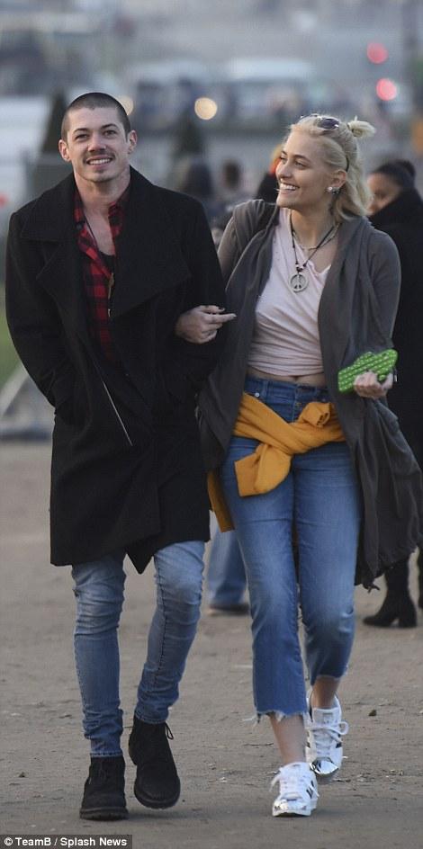 Con gái Michael Jackson đã 18 tuổi và xinh đẹp, quyến rũ y hệt Madonna thời trẻ - Ảnh 17.