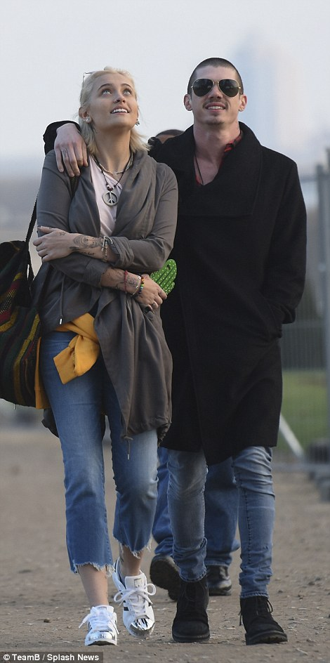 Con gái Michael Jackson đã 18 tuổi và xinh đẹp, quyến rũ y hệt Madonna thời trẻ - Ảnh 16.
