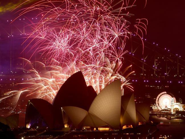 Bầu trời Úc rực rỡ thời khắc Giao thừa: Pháo hoa Cầu vồng ăn mừng nước Úc hợp pháp hôn nhân đồng giới - Ảnh 4.