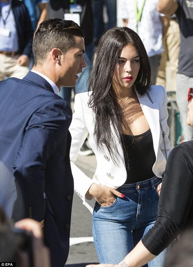 Ronaldo - Georgina: Mối tình Hoàng tử và Công chúa Lọ Lem - Ảnh 3.
