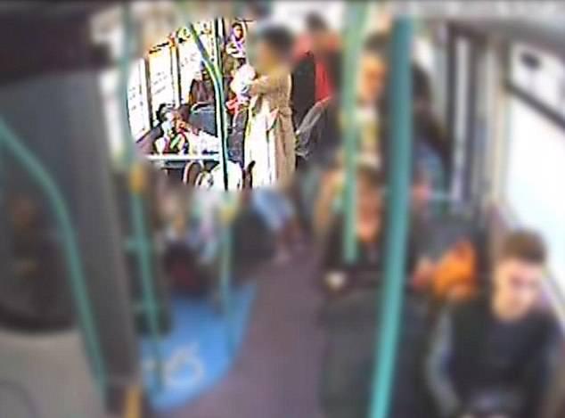 Bạo hành con đến chết, bà mẹ cùng bạn trai lập kế hoạch dựng hiện trường giả trên xe bus - Ảnh 3.