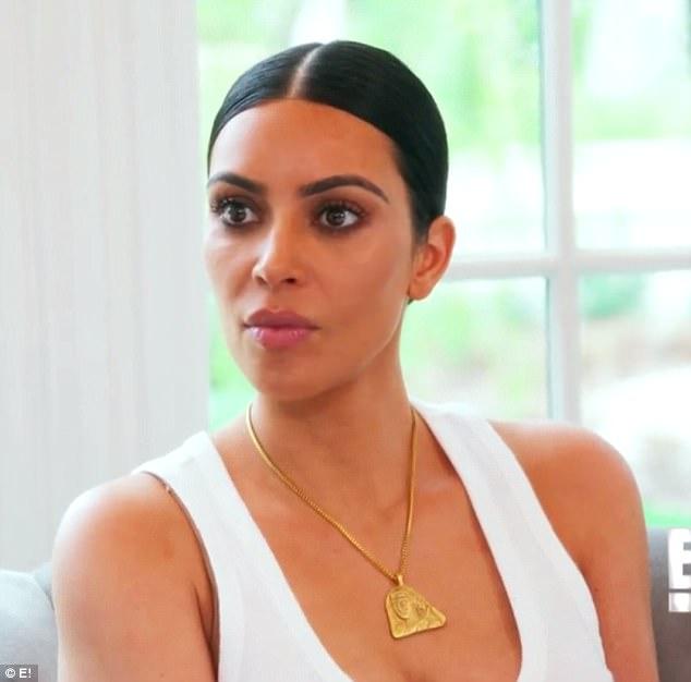Kendall và Kylie Jenner xấu hổ ngăn người bố chuyển giới chụp hình khỏa thân - Ảnh 4.