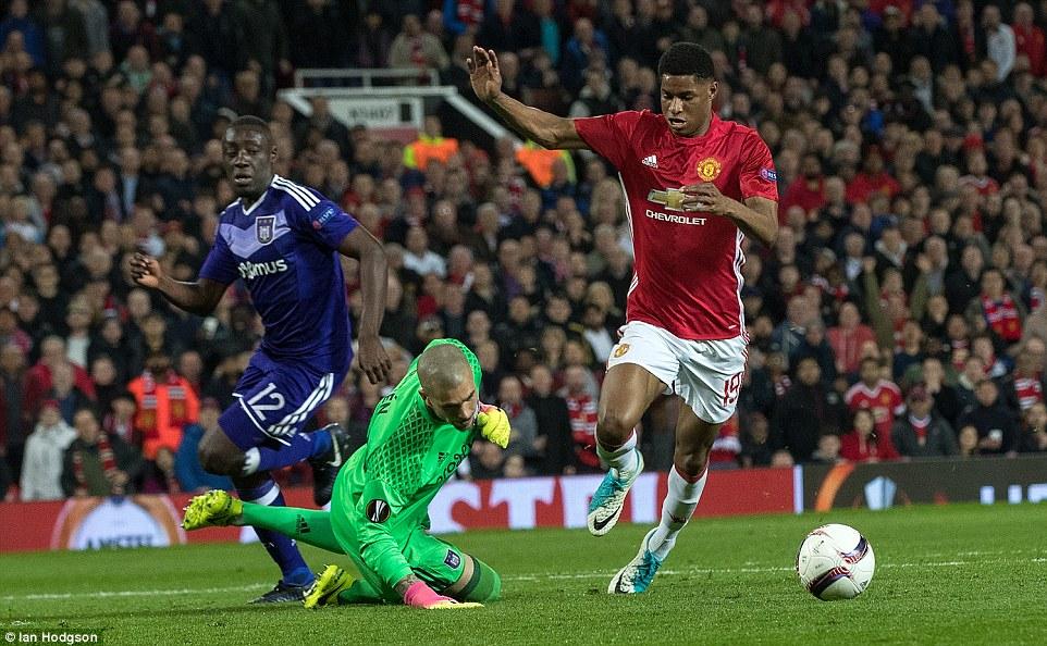 Mourinho có bùa may mắn để giúp Man Utd chiến thắng? - Ảnh 3.