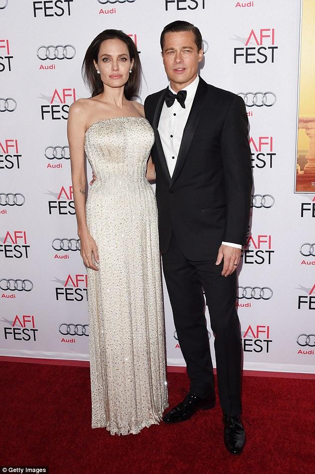 Chi tiết chuyến bay kết thúc cuộc hôn nhân Jolie-Pitt: Angelina phải yêu cầu Brad tỉnh rượu và cách ly các con - Ảnh 1.