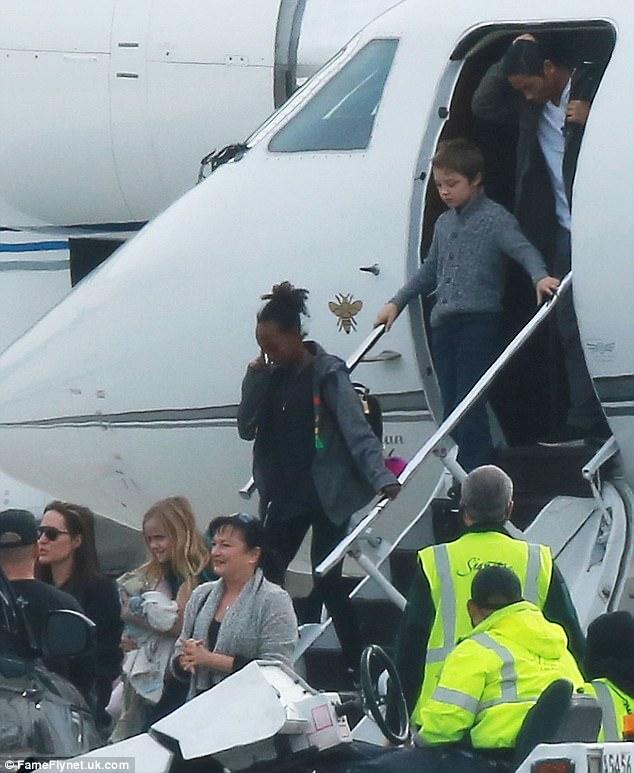 Chi tiết chuyến bay kết thúc cuộc hôn nhân Jolie-Pitt: Angelina phải yêu cầu Brad tỉnh rượu và cách ly các con - Ảnh 4.
