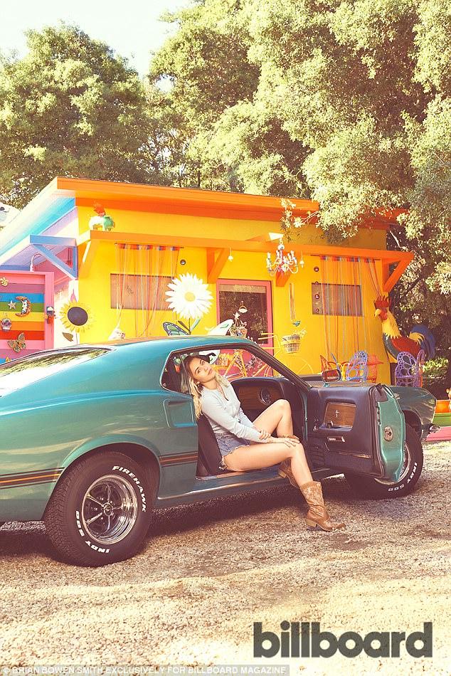 Tái hợp Liam, Miley Cyrus nổi loạn năm nào giờ đằm thắm và đáng yêu bất ngờ! - Ảnh 7.