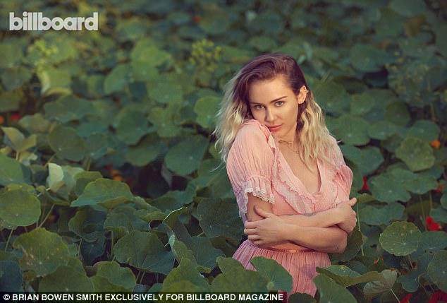 Tái hợp Liam, Miley Cyrus nổi loạn năm nào giờ đằm thắm và đáng yêu bất ngờ! - Ảnh 8.