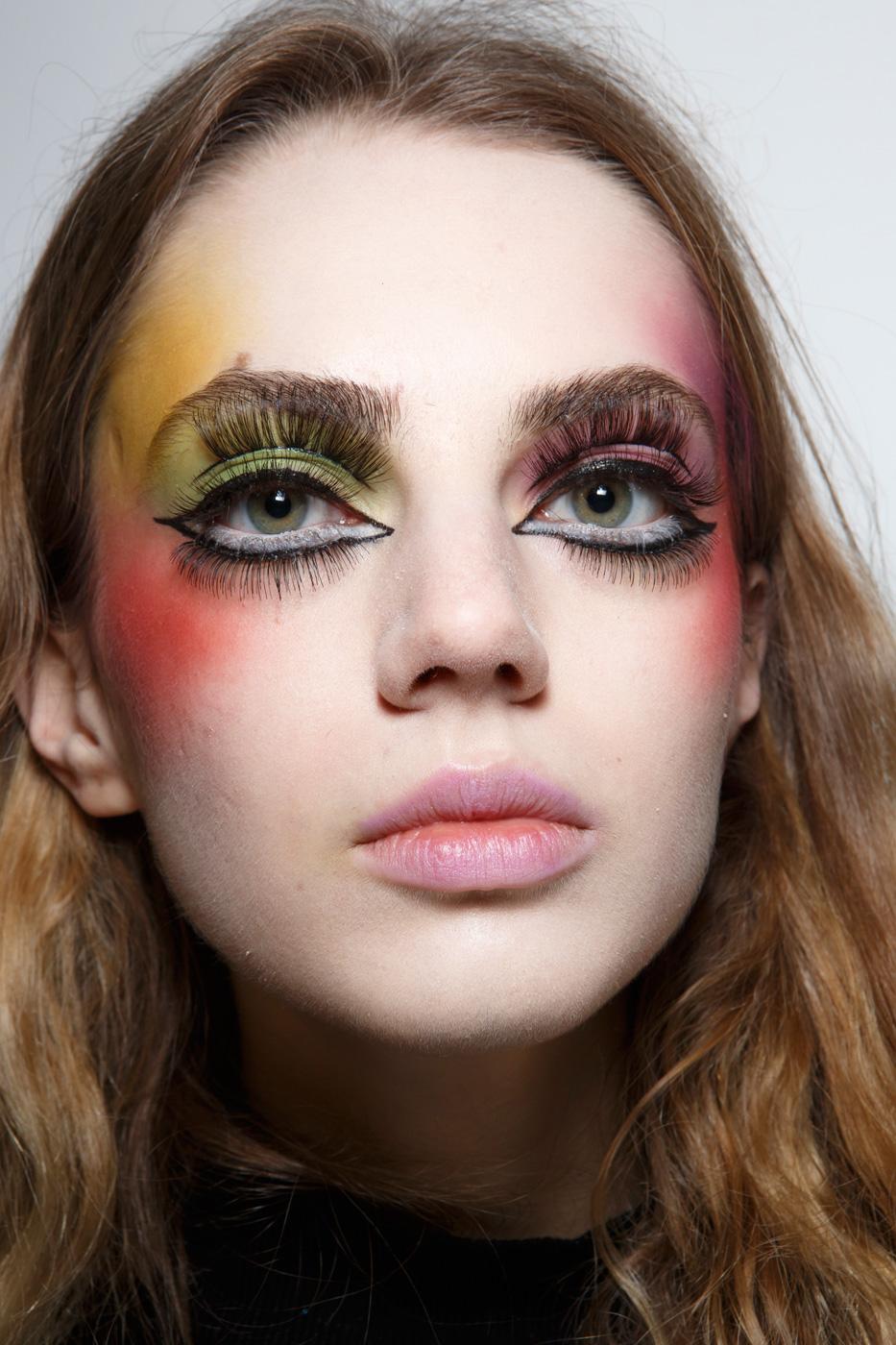 Những kiểu makeup dọa ma khiến người xem phải giật mình tại Tuần lễ thời trang Thu/Đông 2017 - Ảnh 3.