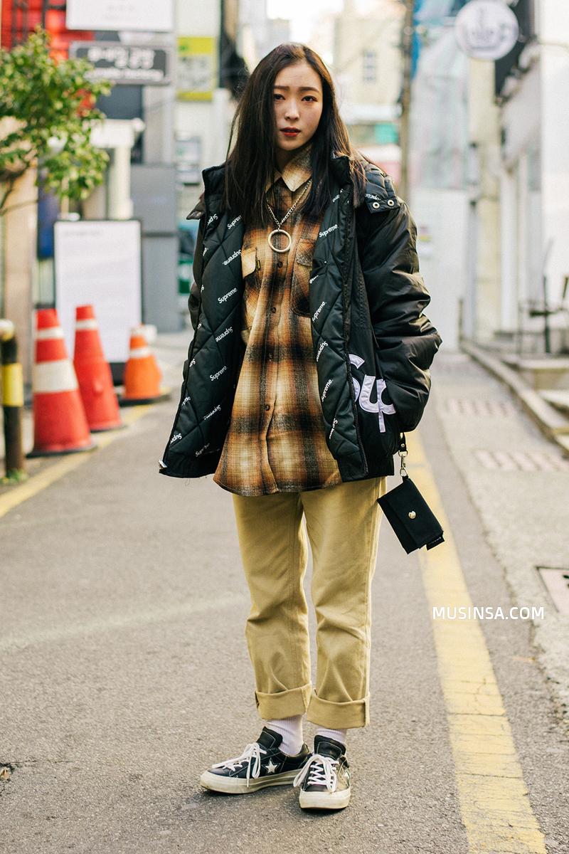 Ngắm street style thế giới, gật gù công nhận những set đồ ấm áp, thoải mái cũng có thể hút mắt hết sảy - Ảnh 2.