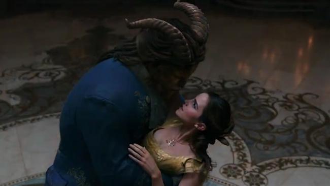Đại gia trong Beauty and the Beast: Thay vì túi Birkin, hãy tặng nàng nguyên một cái thư viện - Ảnh 4.