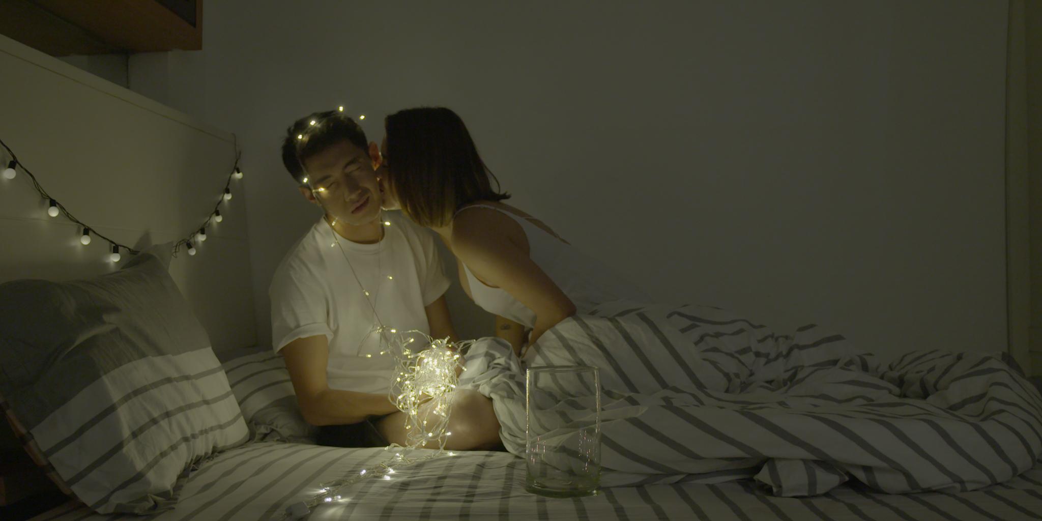 Quang Đăng, Thái Trinh hôn nhau ngọt ngào trong MV đậm chất ngôn tình - Ảnh 3.