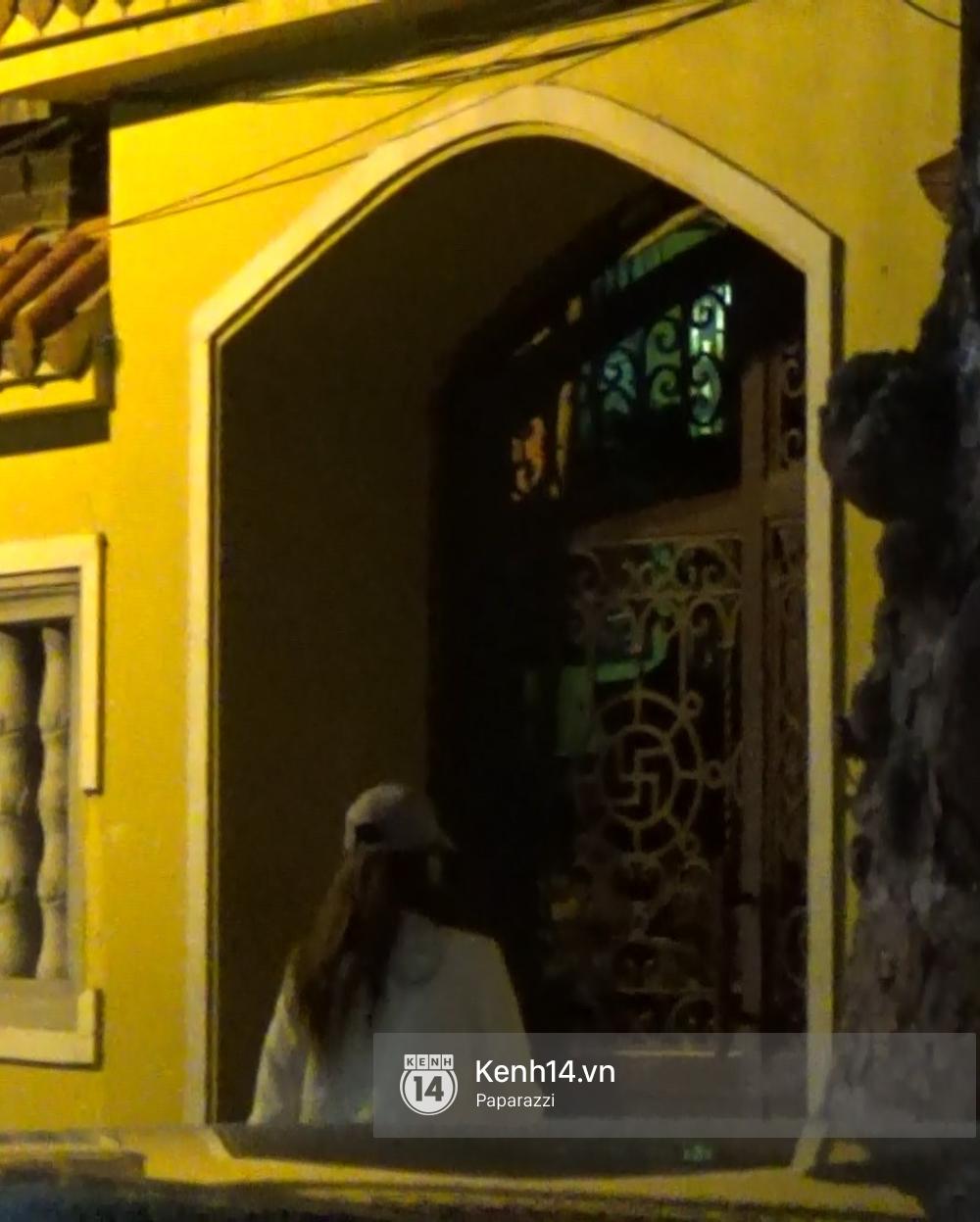 Hương Giang Idol bịt khẩu trang kín mít, xuất hiện chớp nhoáng ở chùa Quán Sứ giữa đêm muộn - Ảnh 5.