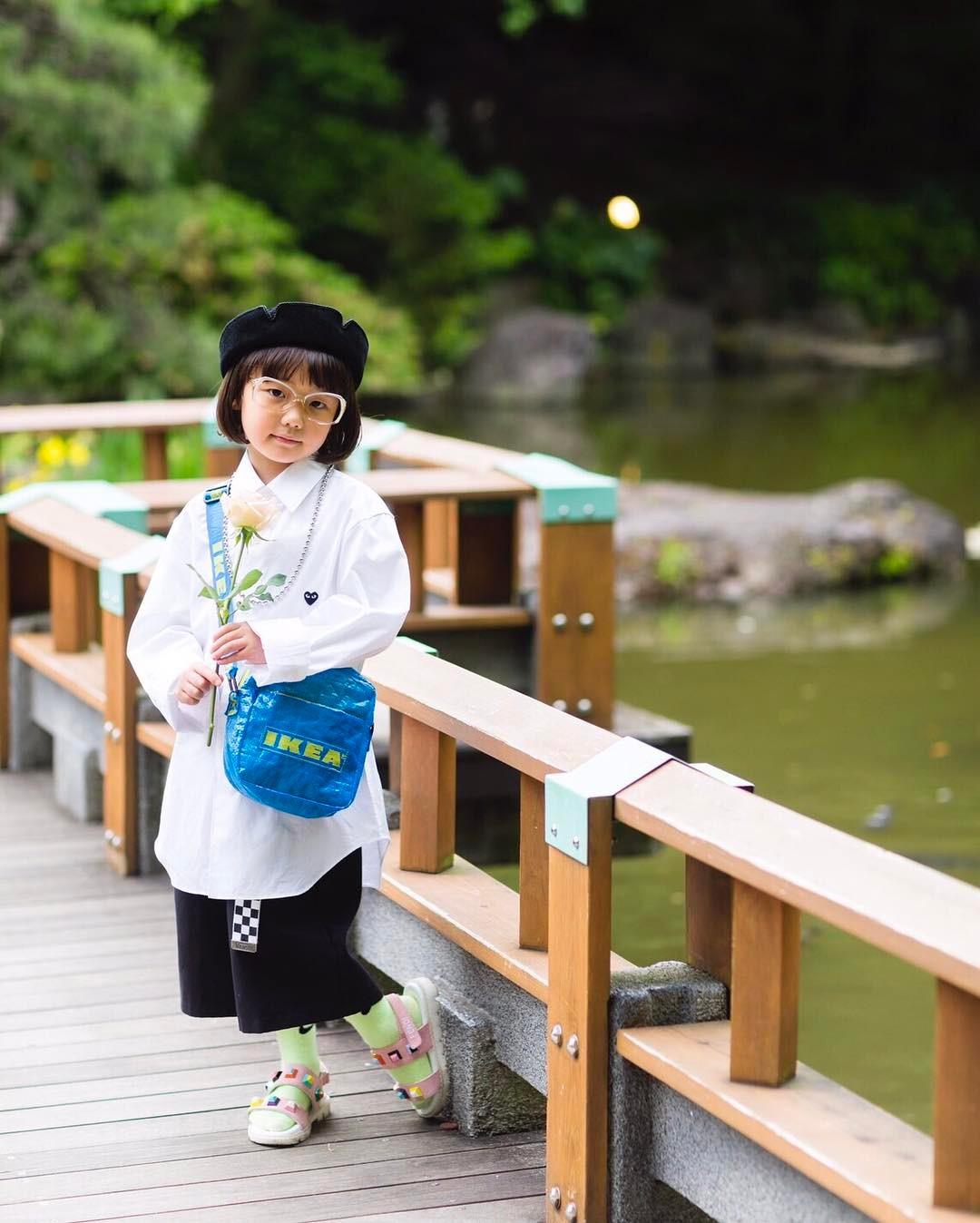 Mix đồ đẹp hơn người lớn, luôn đeo kính cực ngầu, cô bé này chính là fashion icon nhí chất nhất Nhật Bản - Ảnh 8.