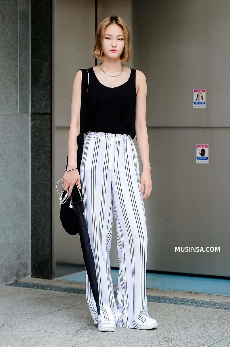 Áo phông, quần jeans, layering - 3 yếu tố đinh trong cách mix đồ chớm thu của giới trẻ Hàn - Ảnh 5.