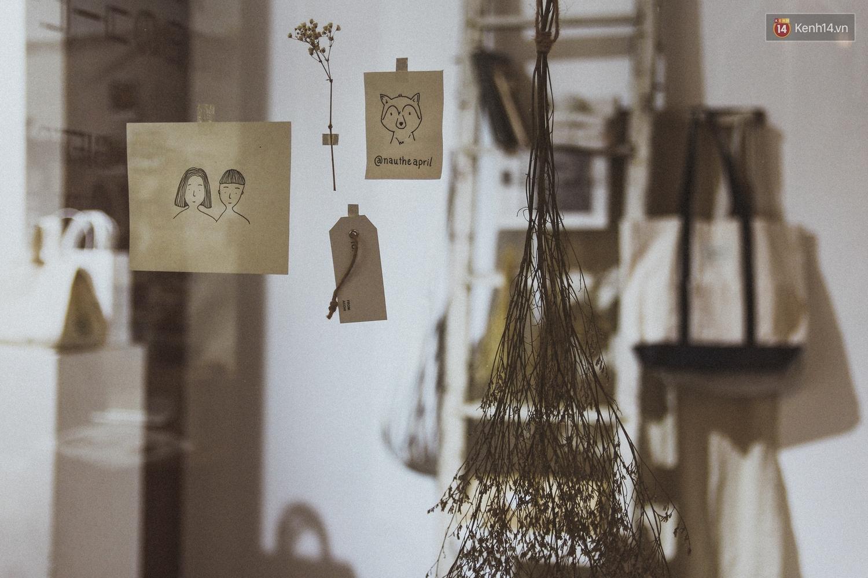 ACOHI, những chiếc túi tote vải mang ý nghĩa uống cà phê khi trời mưa của Việt Nam đang khiến giới trẻ mê mẩn - Ảnh 9.