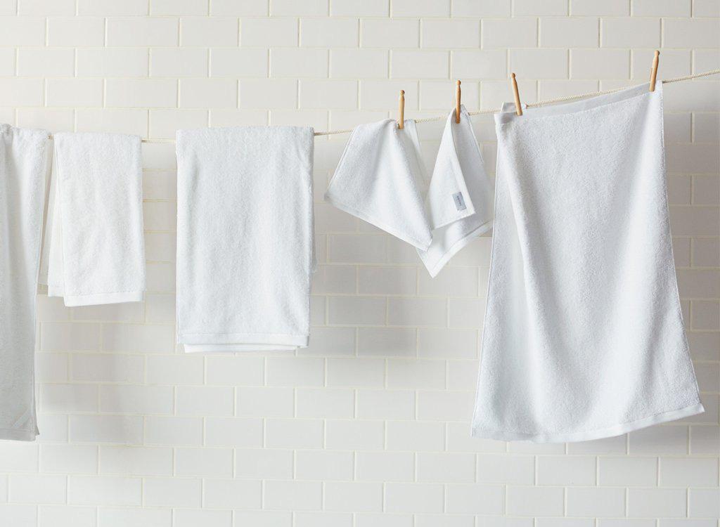 Mặt sẽ giảm mụn ngay nếu bạn chăm vệ sinh 5 vật dụng ngày nào cũng sử dụng này - Ảnh 2.