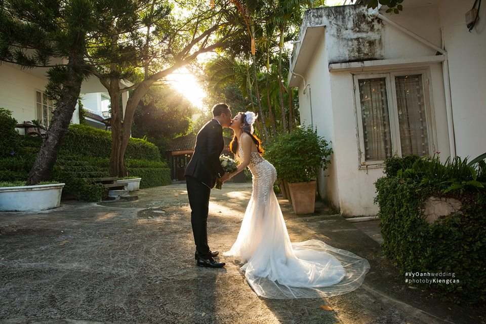 Hé lộ thêm ảnh cưới của Vy Oanh và chồng đại gia - Ảnh 4.