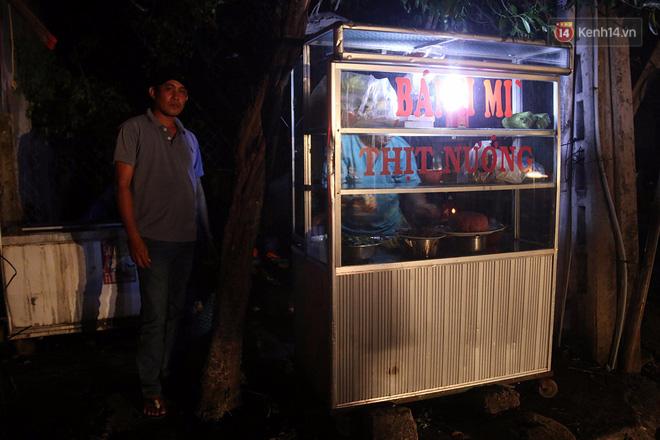 Hai ngày sau khi cơn bão số 12 đi qua, người dân Khánh Hòa vẫn chật vật sống trong bóng đêm vì mất điện - Ảnh 4.