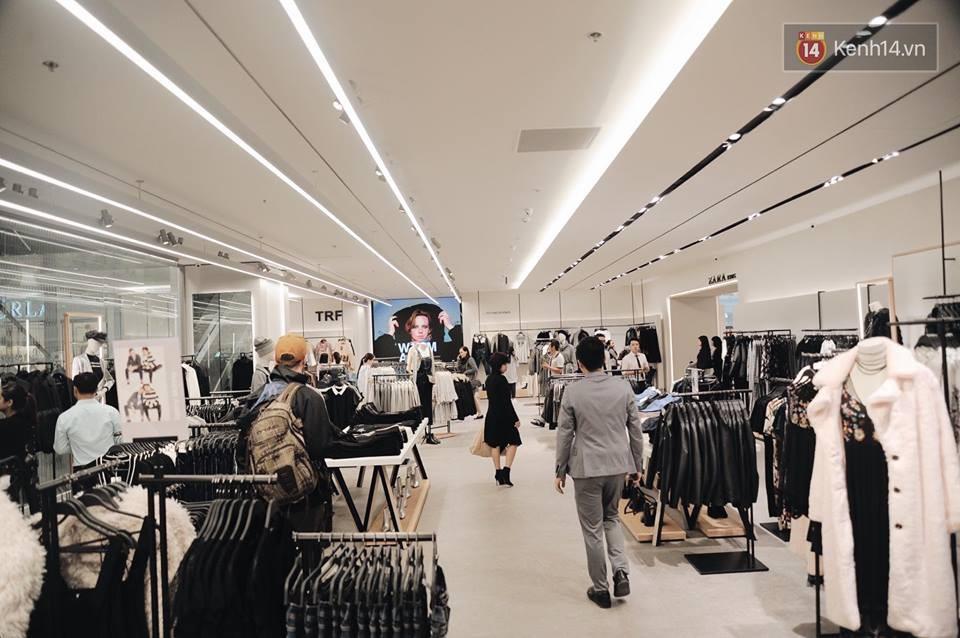 Zara Hà Nội khai trương: Tới trưa khách đông nghịt, ai cũng nô nức mua sắm như đi trẩy hội - Ảnh 18.