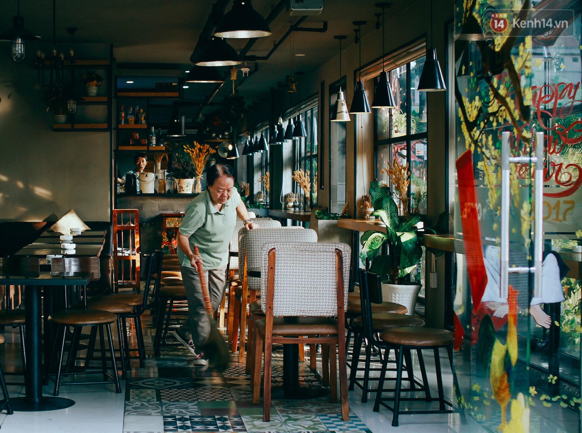 Chùm ảnh: Người Sài Gòn và thói quen uống cafe cóc từ lúc mặt trời chưa ló dạng cho đến chiều tà - Ảnh 3.