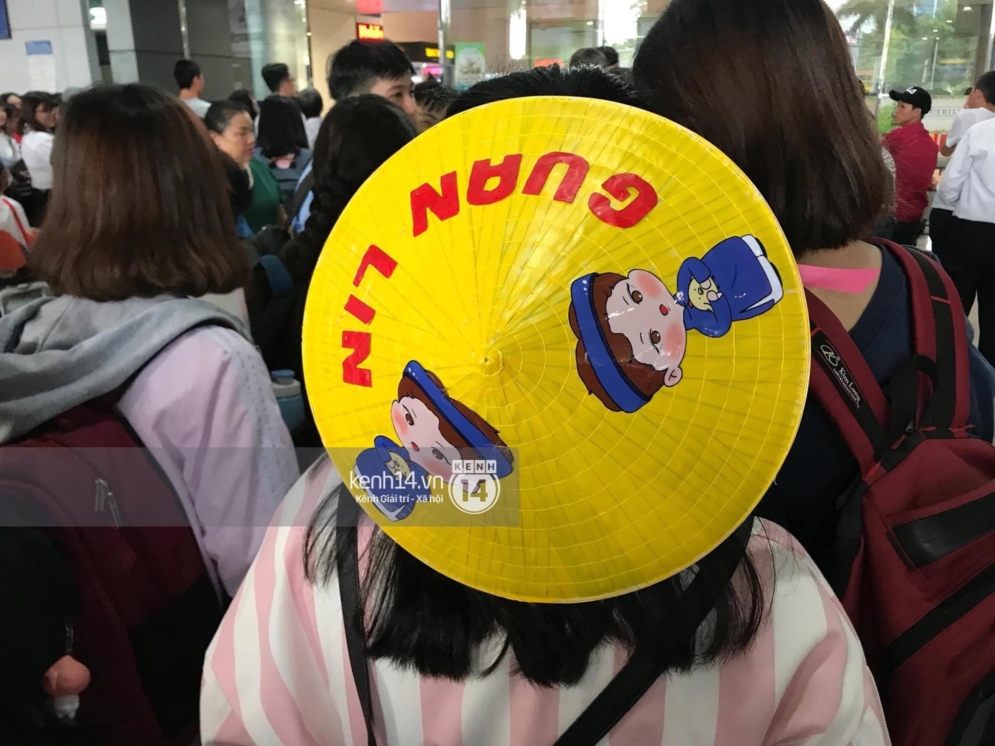 Fan Việt chiếm đóng nửa sân bay Tân Sơn Nhất chỉ để đón chờ WANNA ONE - Ảnh 4.
