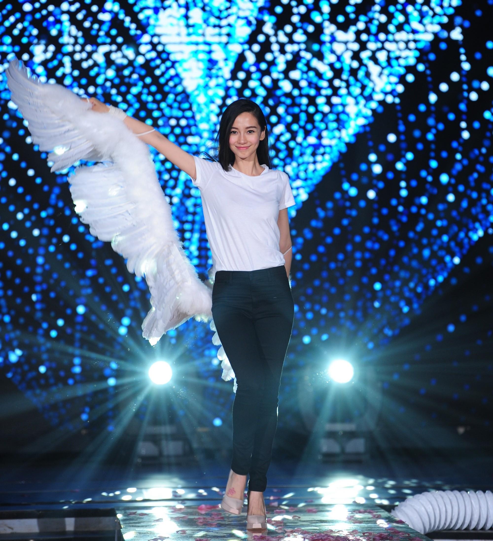 Hóa ra Dương Mịch, Angela Baby... đều đã từng đeo cánh ăn theo các thiên thần Victorias Secret và trổ tài catwalk - Ảnh 2.