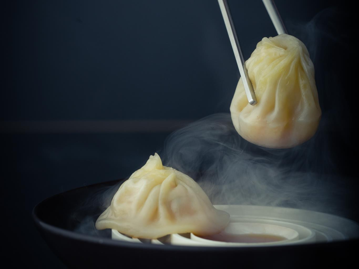 Xiao Long Bao: chiếc bánh bao bé nhỏ chứa phần nước súp thần thánh khiến ai thử cũng mê - Ảnh 2.