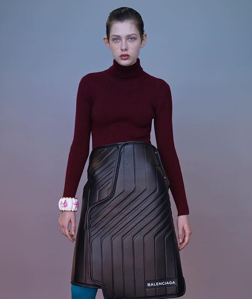 14 trang phục nhìn mà muốn cạn lời của hội thiết kế vừa làm vừa ngủ gật - Ảnh 7.