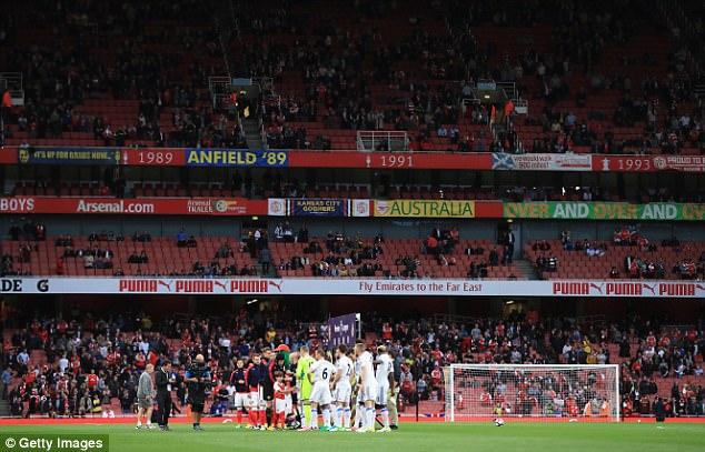 Arsene Wenger: Hãy ra đi như huyền thoại, thay vì kẻ chiến bại - Ảnh 2.